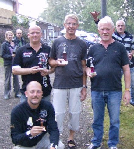 Sven Wiemers, Reinhold Schwander, Hubert Vähning und Mike Wiemers am Boden